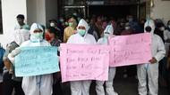 Karyawan RS Permata Bunda Medan Gelar Aksi Tuntut Bayar Gaji yang Ditunggak