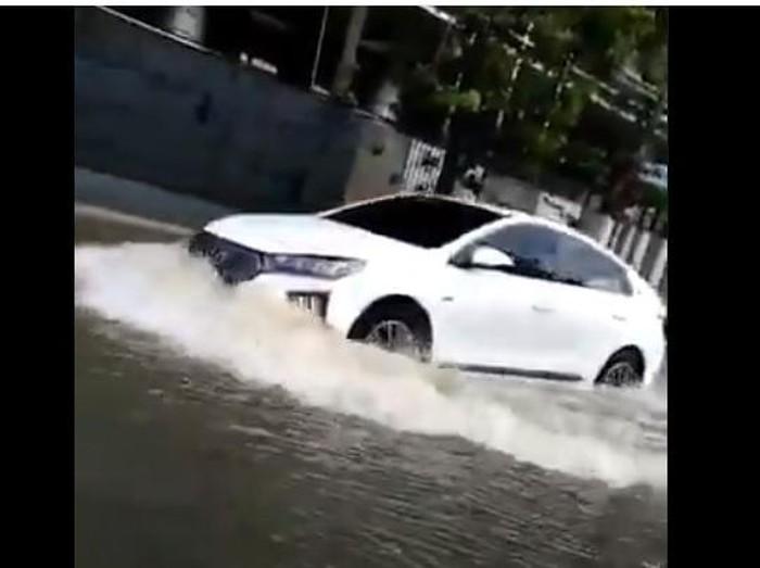 Mobil listrik Hyundai terobos banjir