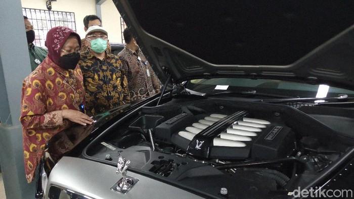 Penampakan mobil Rolls Royce yang akan dilelang Kemensos