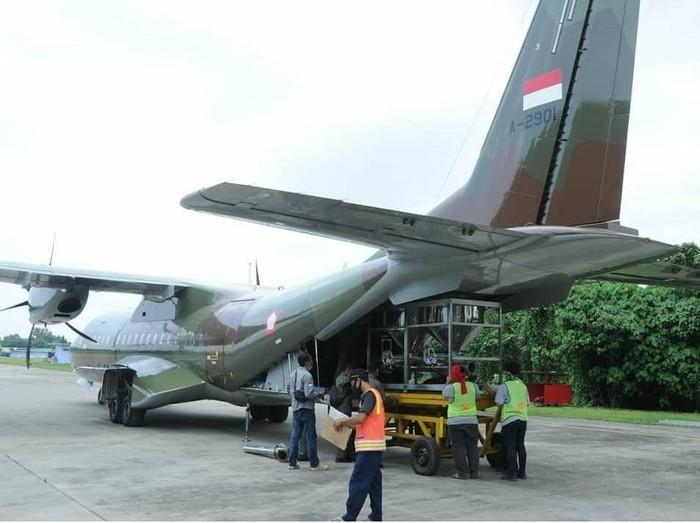 Pesawat CN-295 milik TNI AU tabur garam di Selat Sunda hingga Lampung Timur