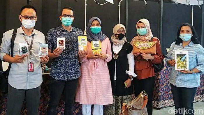 Produk Usaha Mikro, Kecil dan Menengah (UMKM) di Bondowoso lolos kurasi sales on board (SOB) Garuda Indonesia. Sehingga bisa dipajang dan dipasarkan di pesawat.