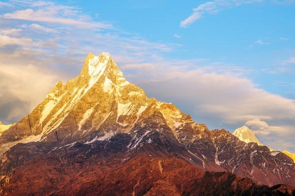 Saat senja, puncak ini terlihat makin indah dengan pantulan sinar matahari.(Getty Images/iStockphoto)