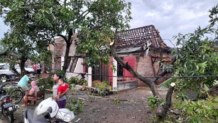 Rumah di Desa Karangsono, Kecamatan Mranggen yang diterjang puting beliung, Selasa (23/2/2021)