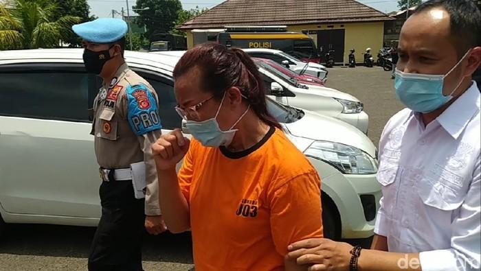 Seorang ibu di Cianjur ditangkap polisi gegara edarkan sabu.