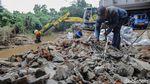 Tembok Runtuh di Aliran Kali Krukut Mulai Diperbaiki