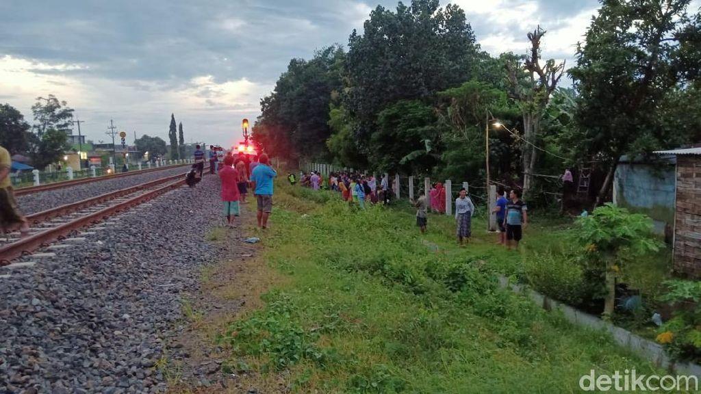 Pedagang Kerupuk Tewas Tertabrak Kereta Api di Jombang