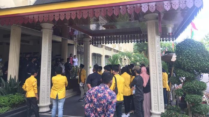 Aksi yang digelar mahasiswa di gedunh rektorat beberapa waktu lalu