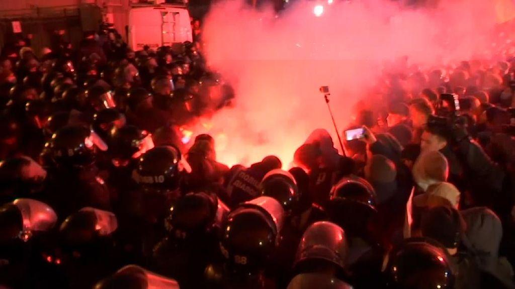 Ribuan Warga Ukraina Turun Protes Aktivis Turun ke Jalan