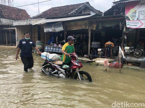 Banjir kembali terjadi di kawasan Bengawan Njero, Lamongan. Banjir jilid 2 ini terjadi karena meluapnya Sungai Bengawan Njero, anak Sungai Bengawan Solo.