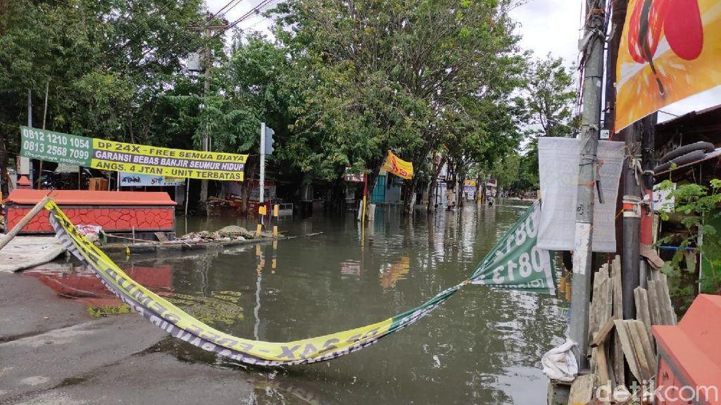 Sejumlah Titik di Kota Semarang Masih Banjir, Jalan Gajah Mada Ditutup