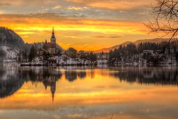 Selain karena mitos ini, Danau Bled juga terkenal indah.(Getty Images/istock)