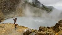 Foto Danau Mendidih yang Bikin Ingat Neraka