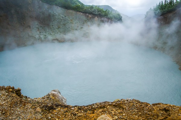 Boiling Lake punya panjang 61 meter dan lebar 76 meter, serta kedalaman mencapai 60 meter.