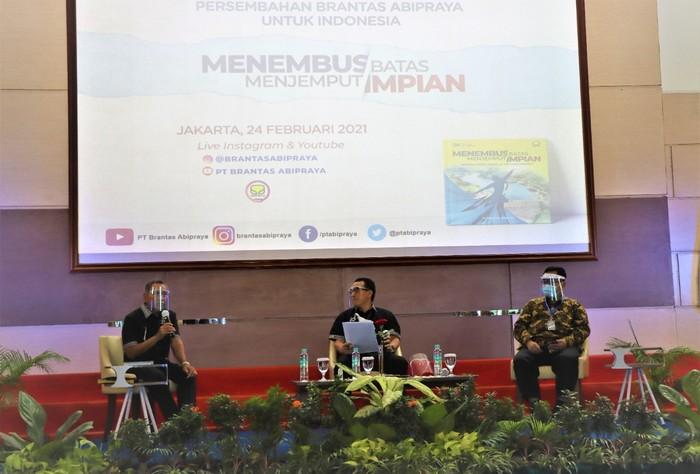 Di usianya yang ke-40 tahun, PT Brantas Abipraya (Persero) meluncurkan sebuah buku bertajuk Menembus Batas Menjemput Impian.