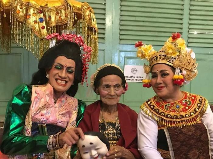 Didik Nini Thowok bersama maestro tari lenggong Bulantrisna Djelantik