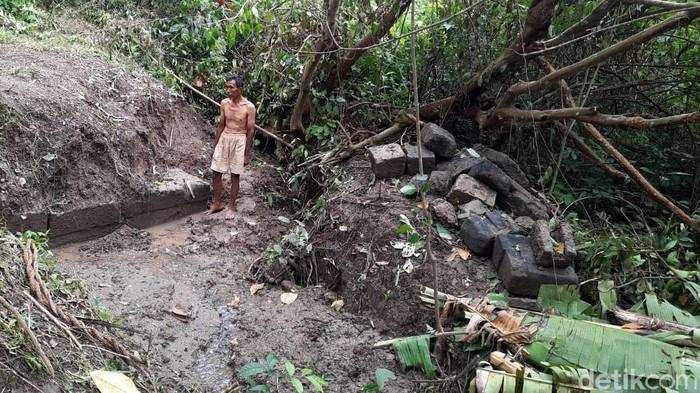 Warga di kawasan Prambanan, Sleman, menemukan susunan batu yang berjejer rapi. Batu susun berjejer itu diduga merupakan bagian dari situs bersejarah.