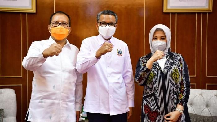 Gubernur Sulsel Nurdin Abdullah menerima Walkot-Wawalkot Makassar terpilih Danny-Fatma (dok. Humas Pemprov Sulsel).
