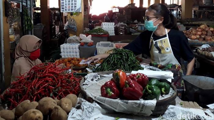 Harga cabai rawit di Pasar Beringharjo Kota Yogyakarta menembus Rp 90 ribu perkilogramnya. Naiknya harga itu salah satunya karena faktor cuaca.