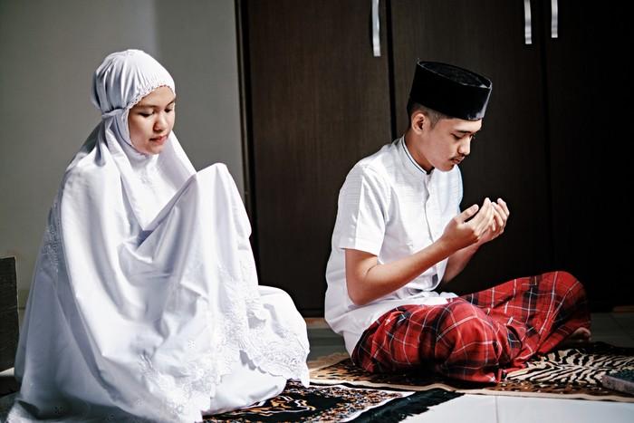 Ilustrasi pasangan berdoa