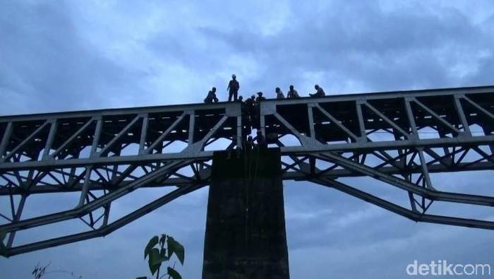 Jembatan Kereta Cisalada Purwakarta