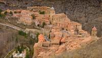 Foto: Albaraccin, Kota Pink Pastel di Puncak Gunung