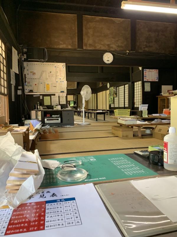 Di sisi sebelah kanan gedung utamaada bangunan bernama Honbo Kyakuden. Konon, bangunan ini dipakai para biksu untuk ruang pengobatan.