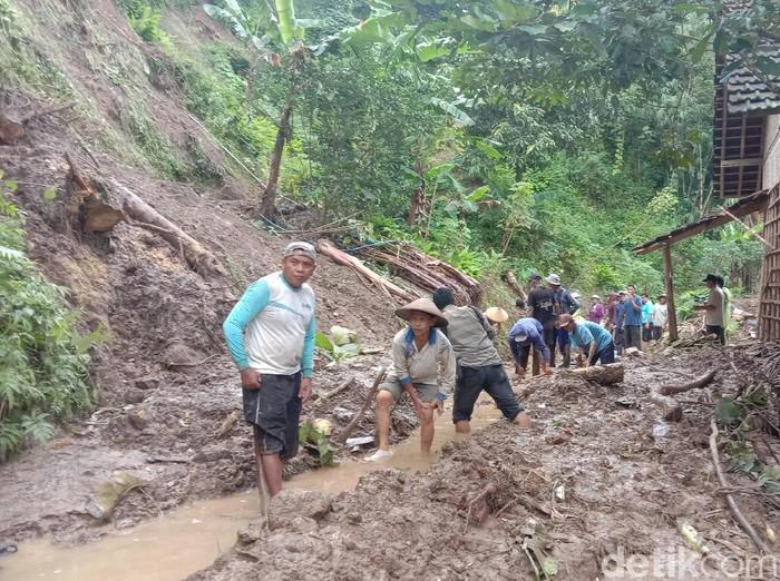 Longsor di Desa Menawan Kecamatan Gebog, Kudus, Rabu (24/2/2021).