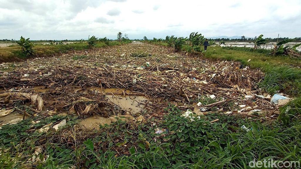 Miris! Bukan Cuma Air, Sungai Piji Kudus Juga Penuh Sampah