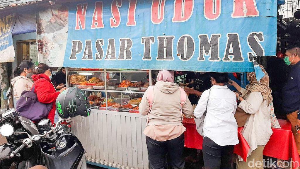 Ramai Diserbu Pembeli, Ini yang Istimewa dari Nasi Uduk Pasar Thomas