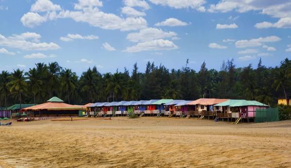 Daya tariknya mungkin tidak indah saja. Pantai Agonda yang sepi menjadi sasaran bagi wisatawan yang ingin mencari ketenangan dan kehinangan pantai.