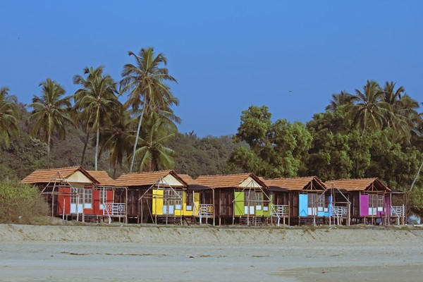Ada waktu terbaik untuk berkunjung ke pantai yaitu bulan November hingga Maret. Biasanya pantai ramai pada Desember dan Januari.