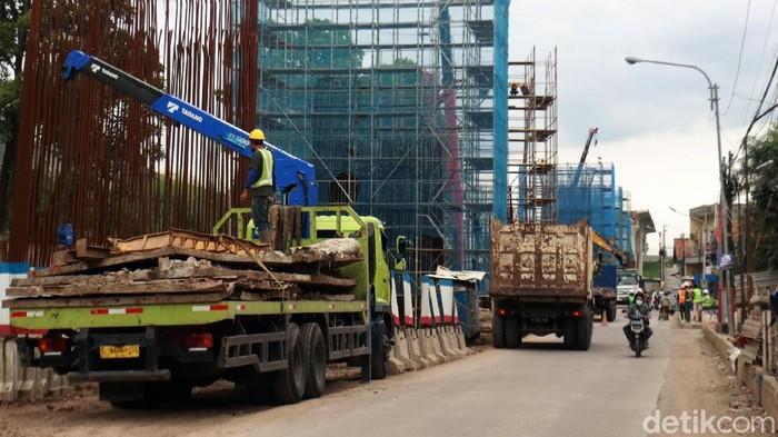 Proyek pembangunan kereta cepat Jakarta-Bandung masih terus berlangsung meski virus Corona mewabah di Indonesia. Sudah sejauh mana progres pembangunannya?