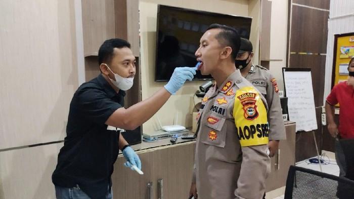 Polre Enrekang, Sulsel melakukan tes narkoba ke seluruh anggotanya