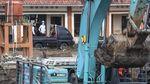 Potret Jokowi Tinjau Tanggul Sungai Citarum yang Jebol