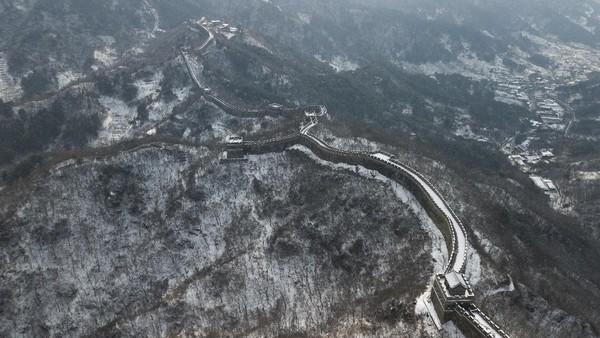 Namun akibat pandemi jumlah pengunjung Tembok Besar Mutianyu pada tahun 2020 turun sekitar 60%.