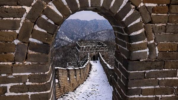 Sebelumnya tembok besar ini salju tebal akibat musim dingin yang melanda wilayah Tiongkok.