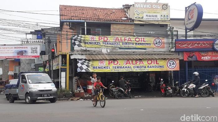 Spanduk bengkel termahal di Kota Bandung yang mencuri perhatian
