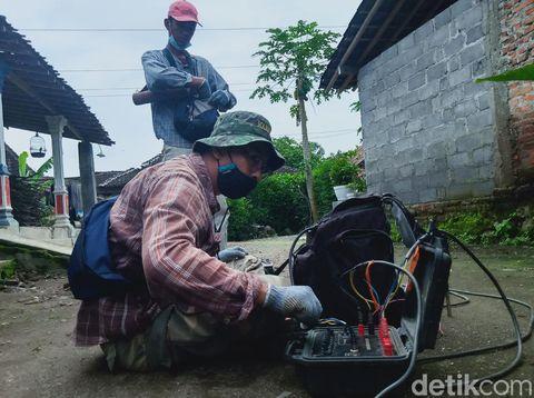 Tim geolog dari UPN Veteran Yogyakarta meneliti amblesnya sumur-sumur di Klaten,