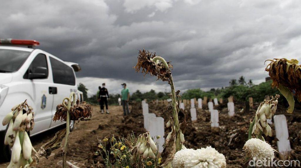 Foto: Makin Sempit Lahan Pemakaman Jenazah COVID-19