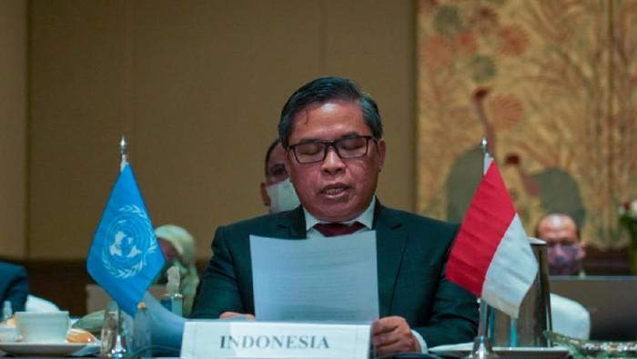 Wakil Menteri Lingkungan Hidup dan Kehutanan (Wamen LHK) Alue Dohong di Sidang UNEA-5