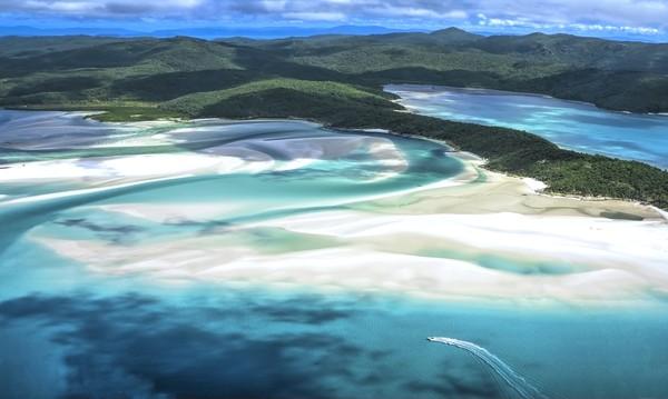 Untuk pantai terbaik dunia versi Tripadvisor adalah Whitehaven Beach, Whitsunday Island di Australia. Memang pantai ini sangat terkenal dengan keindahannya.