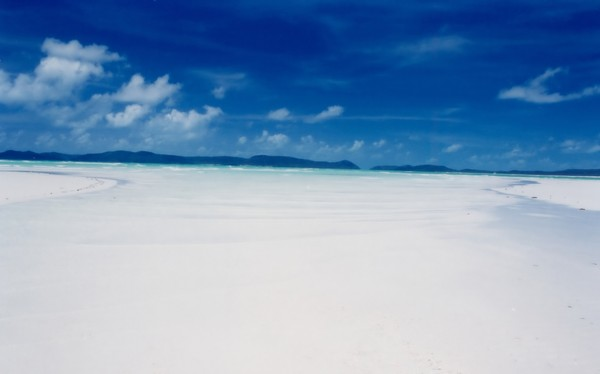 Sudah banyak pengakuan yang didapatkan oleh Whitehaven Beach. Pantai ini pernaah dianugrahi Pantai Terbersih di Queensland dalam Penghargaan Negara Pantai Bersih Australia Challenge 2008. Pada Juli 2010, Pantai Whitehaven dinobatkan sebagai Pantai Ramah Lingkungan teratas di dunia oleh CNN.