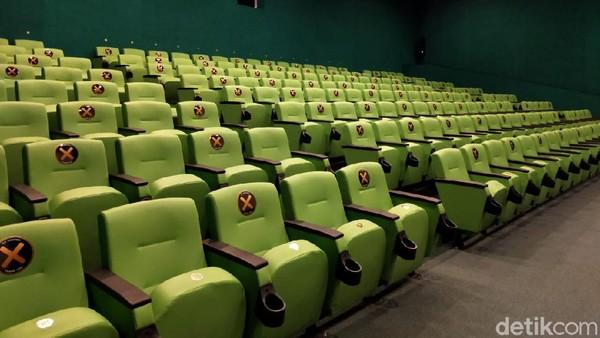 Atraksi menarik yang ditampilkan di Almahmudah Training Manasik Center (ATMC) adalah teater film animasi bertema religi. Lokasinya bernama al sinema.