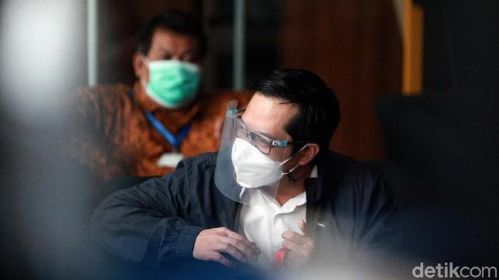 Anggota DPR dari Fraksi PDI-Perjuangan, Rakyan Ihsan Yunus tiba di Gedung KPK Jakarta, Kamis (25/2/2020) untuk menjalani pemeriksaan. Ia diperiksa sebagai saksi untuk tersangka Matheus Joko Santoso dalam perkara korupsi dana bansos.