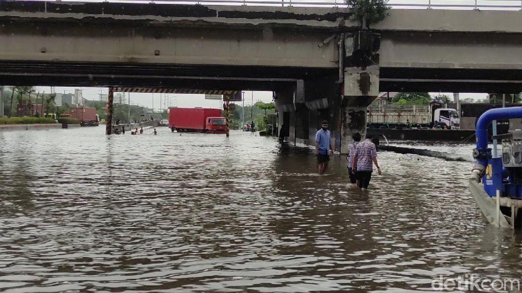 Jalur Pantura Semarang Banjir, Arus Lalin Dialihkan