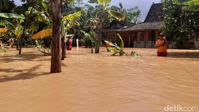 Banjir merendam Desa Kedawung, Kecamatan Dukuhseti, Pati, Jateng, Kamis (25/2/2021) sore.