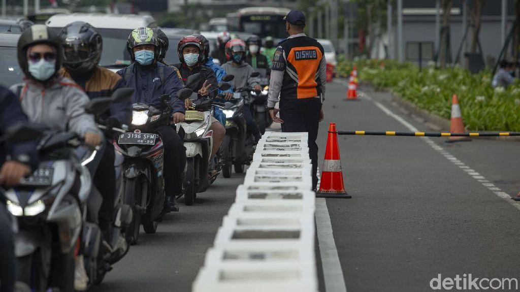 Cakep! Jalur Sepeda Kini Dijaga Petugas Lho