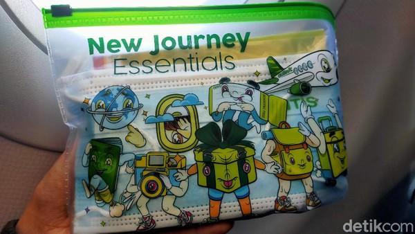 Penumpang dibekali sanitary kit yang terdiri dari hand sanitizer hingga masker.