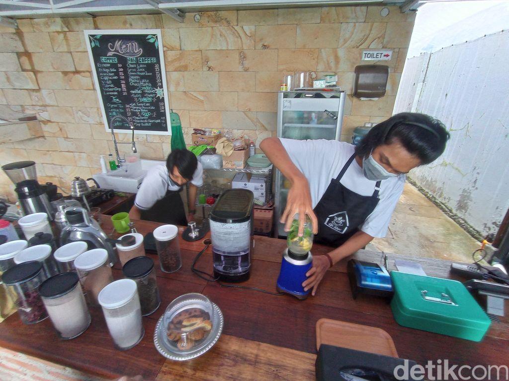 Di Green House Kopi Bisa Petik Sayuran Hidroponik dan Minum Jus Segar