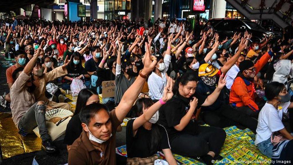 Clubhouse Jadi Sarana Pengunjuk Rasa Pro-Demokrasi di Thailand Bersuara